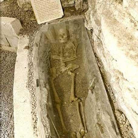 Foto do esqueleto medieval
