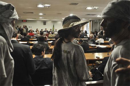Foto de estudantes em audiência pública sobre reforma no Código Florestal