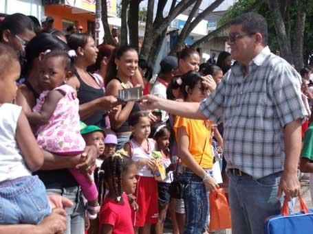 Foto 5 - passeata da Escola Municipal Mãe dos Humildes, ECA