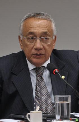 Fotografia do ministro do Turismo, Gastão Vieira