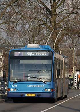 Foto de um ônibus elétrico um dos veículos elétricos mais populares