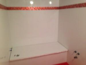 Alicatado baños. Azulejos con cenefa