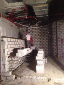 Obra de muro de bloques de hormigón tipo alemán
