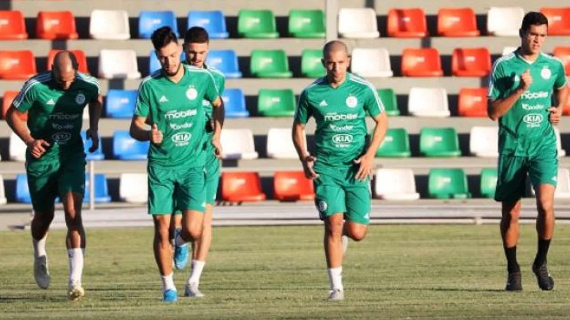 Le FC Barcelone s'intéresse à un défenseur algérien
