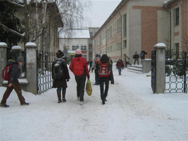 scoala elevi iarna