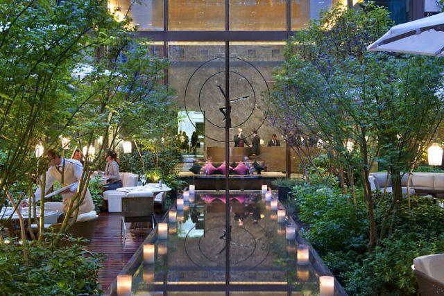 paris-lobby-garden-eveningwww.mandarinoriental.com_la-mode-c-nous_live-la-mode-c-nous_lmcn_livelamodecnous_llmcn