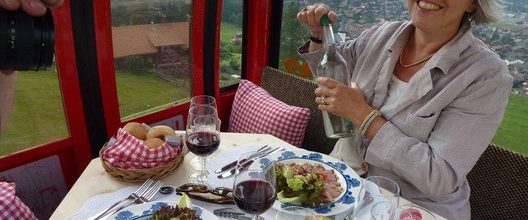 Evènement à Gstaad : un dîner romantique  à bord d'une télécabine