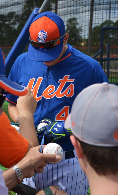 mets flores signing