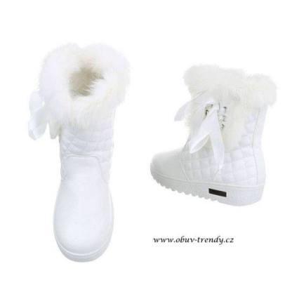 bílé kozačky zimní