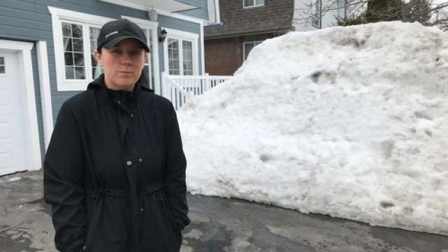 https://i.cbc.ca/1.5055672.1552518862!/fileImage/httpImage/image.jpg_gen/derivatives/16x9_780/west-island-prepares-for-possible-flooding-after-snowy-winter-image-1.jpg