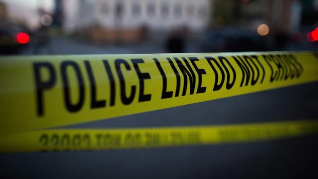 魁省男子刺伤朋友 还在网上直播