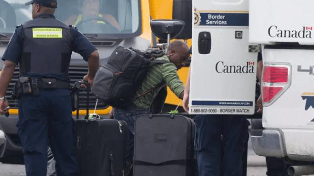 加拿大边检局雇员获发防弹衣引争议