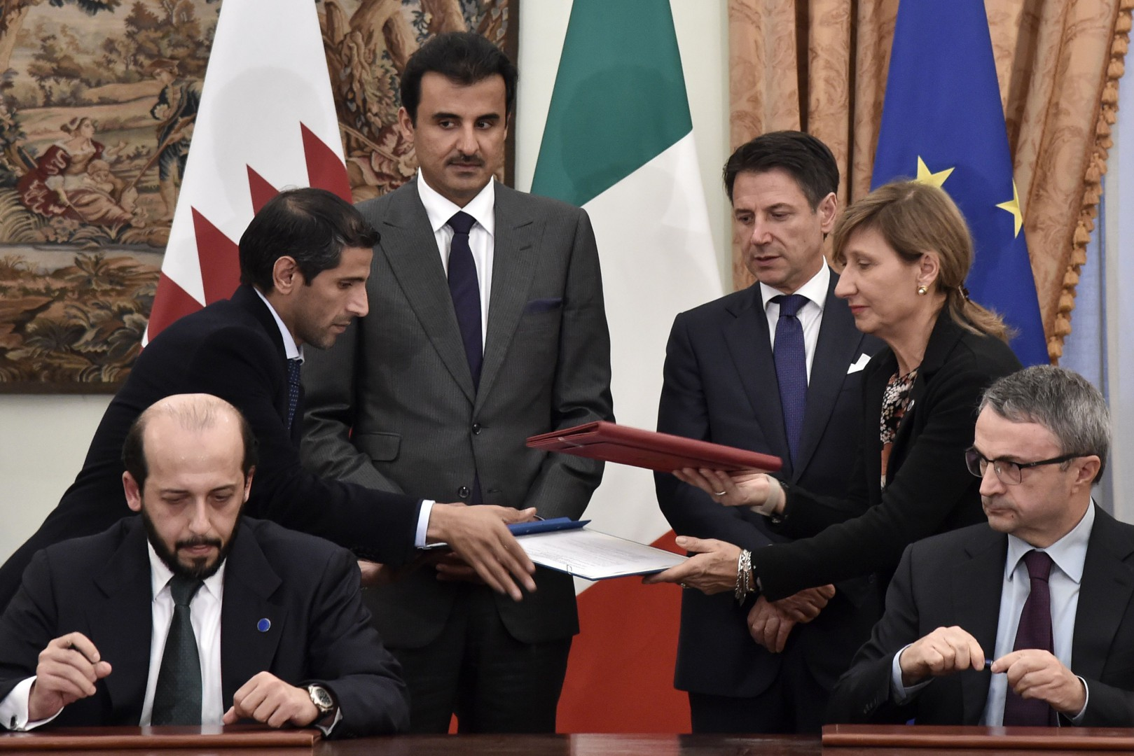 Italyís Prime Minister Giuseppe Conte (3rdR) and Qatar's Sheikh Tamim bin Hamad al-Thani (3rdL) attend a contract signing ceremony following their meeting at Villa Phamphili in Rome on November 20, 2018. - Sheikh Tamim bin Hamad al-Thani pays a two-day visit in the Italian capital to conclude a series of bilateral deals in the areas of health, food and agriculture, sport and research. (Photo by TIZIANA FABI / AFP)