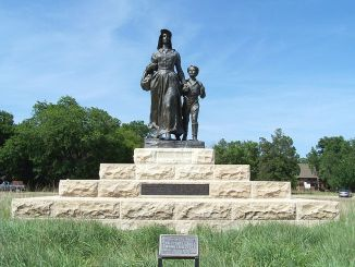 The Pioneer Woman statue and base