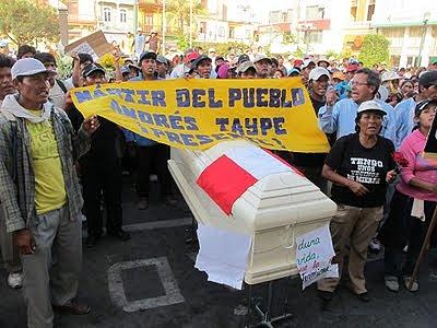 Peru_TiaMaria_paro_mar-11_20_sepielio