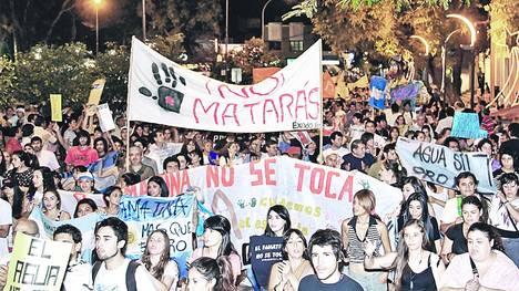 Protestas-personas-marcharon-Rioja-Catamarca_CLAIMA20120130_0019_22