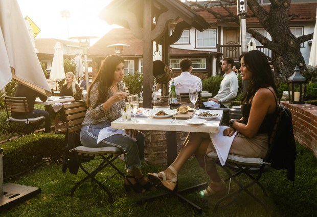 Dining on the front lawn of Selanne Steak Tavern in Laguna Beach (Photo by Brad A. Johnson, Orange County Register/SCNG)