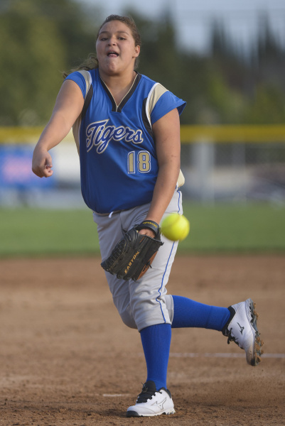 Valencia's Miranda HIllman delivers a pitch in the first inning of Tuesday's game against La Habra at La Habra High School.