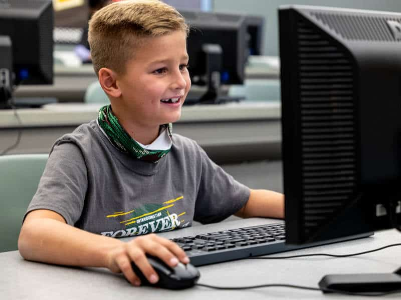 Ontario Christian elementary students enjoy enrichment courses in computers