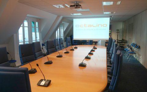 Salle de réunion avec système de conférence sans-fil