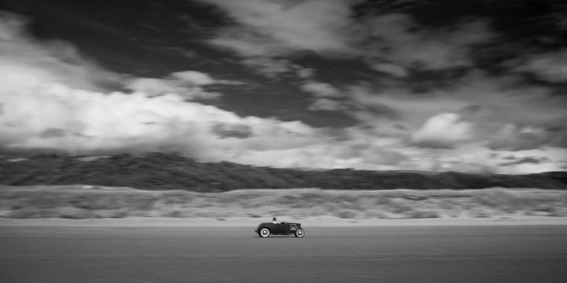 Ein Hot Rod auf der Rennstrecke von Pendine Sands.