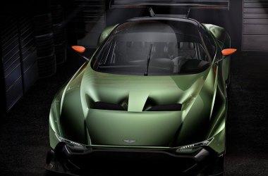 Aston Martin Vulcan frontal aufgenommen