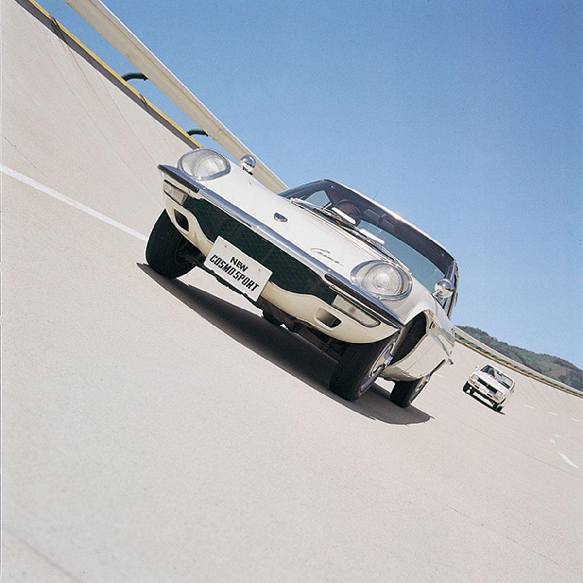 #33. Mazda Como, Wankelmotor, Coupé