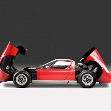 Lamborghini Miura im Seitenprofil mit geöffneten Hauben