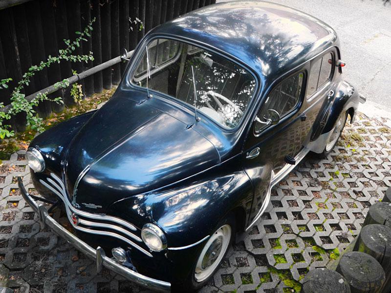 Renault 4CV aus der Vogelperspektive