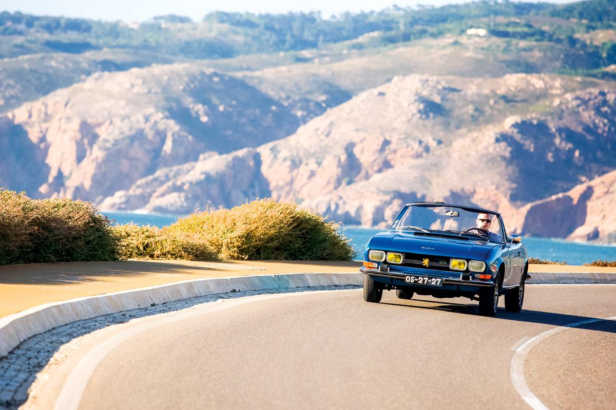 Peugeot 504 Cabrio fahrend von vorne