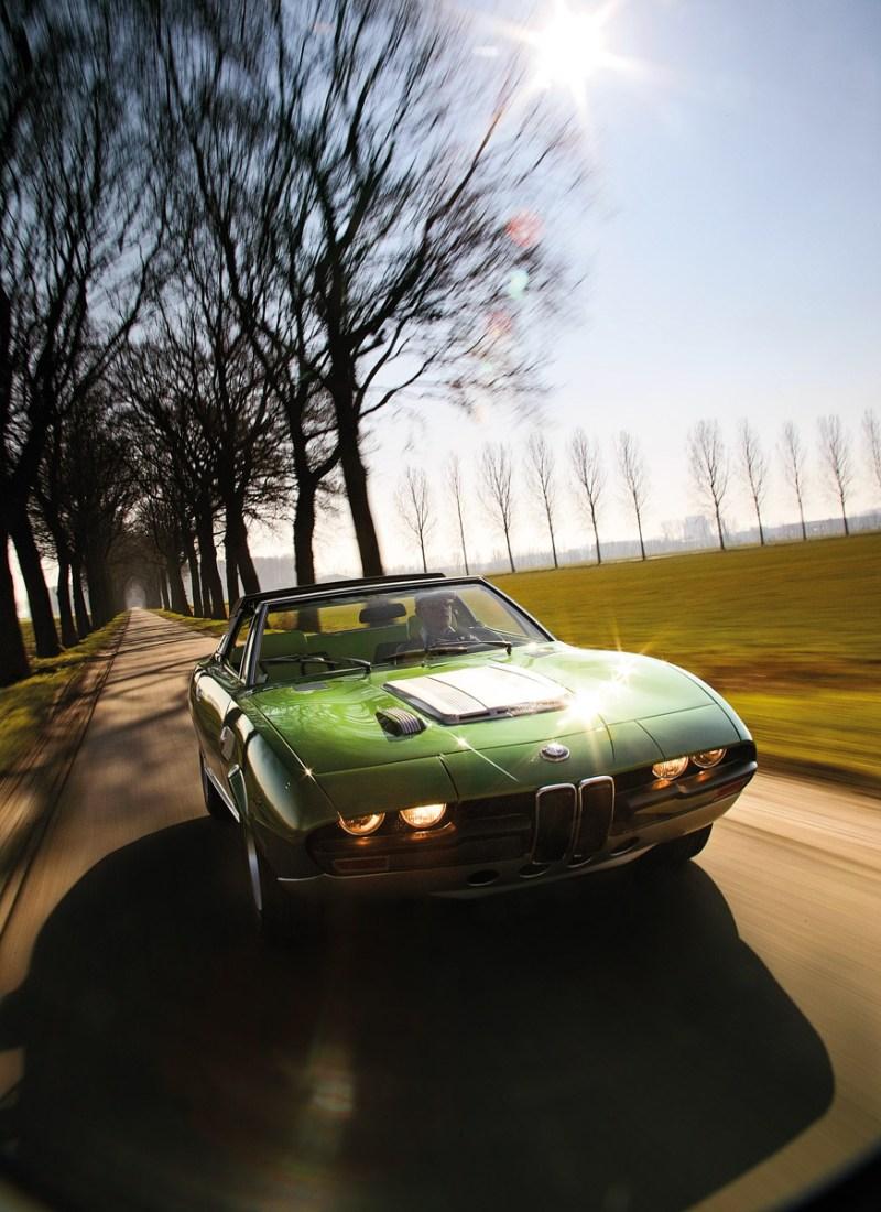 BMW Spicup fahrend von vorne
