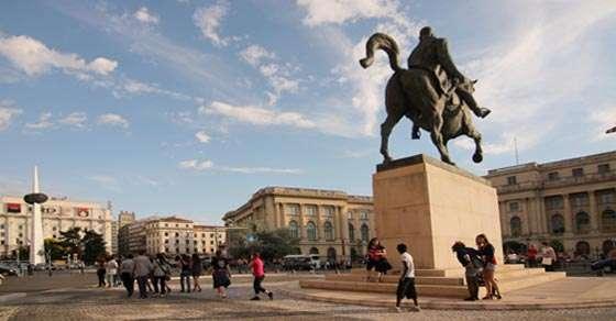 Piața Revoluției - Articol de arhitectură și urbanism