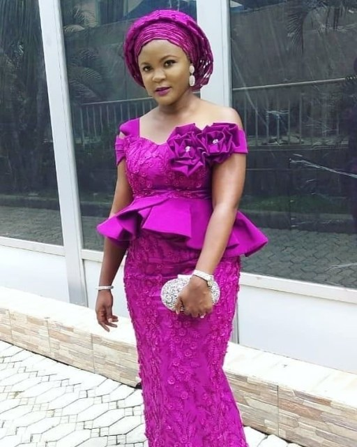 Aso Ebi Styles 2020 aso ebi styles 2020 - Aso Ebi Styles 2020 30 512x640 - 30 Aso Ebi Styles 2020 For Classy African Ladies To Try Out