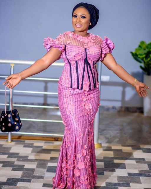Aso Ebi Styles 2020 aso ebi styles 2020 - Aso Ebi Styles 2020 8 512x640 - 30 Aso Ebi Styles 2020 For Classy African Ladies To Try Out