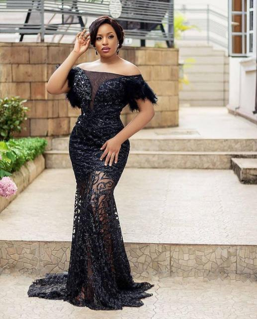 Black Lace Asoebi Styles  black lace asoebi styles - Black Lace Asoebi Styles 1 517x640 - 15 Black Lace Asoebi Styles To Make You Look Fabulous This Weekend