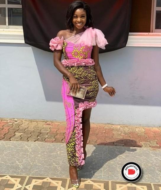 Elegant Lace Aso-Ebi Styles elegant lace aso-ebi styles - Elegant Lace Aso Ebi Styles 18 544x640 - 35 Elegant Lace Aso-Ebi Styles To Inspire Your Next Owambe Outfit