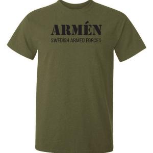 olivgrön tshirt med svarttext och texten armen swedish armed forces