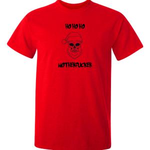 En snygg röd t-shirt med tryck av en dödskalle som tomte, också med en lite vass text