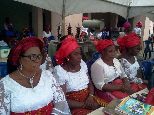 Inyom Ngo Nnobi Executives led by Chair-lady,Mrs. Ezeimo Ngozi(left)