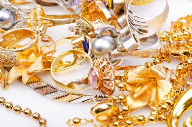 Jak doma vyčistit stříbrné a zlaté šperky?