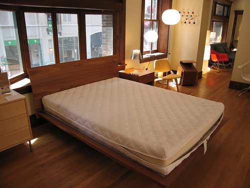 postel-s-matraci