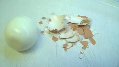 loupání vejce