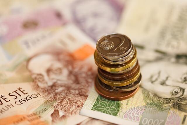 Jsou v obchodě povinni přijmout poškozenou bankovku nebo minci?