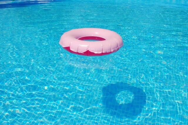 Co dělat, když je voda v bazénu zelená?