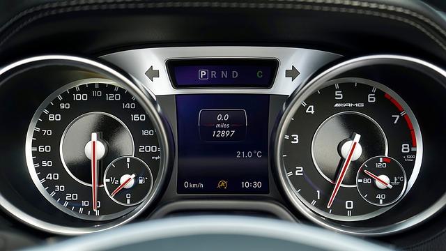 Jak zdarma ověřit stav tachometru v autě?