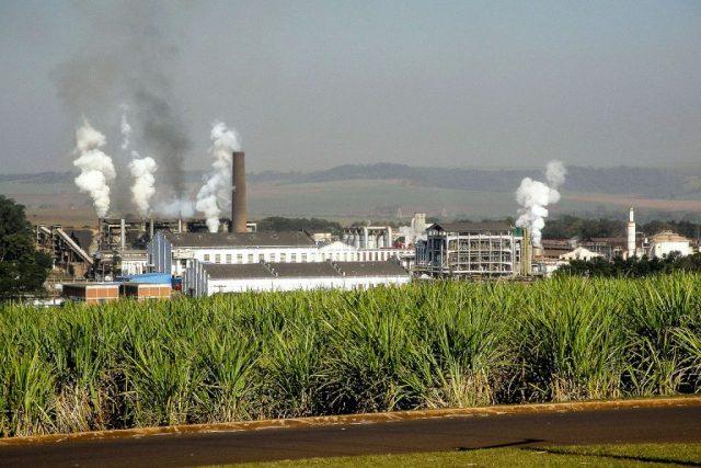 Usina de etanol em Pradápolis, SP. Foto: Creative Commons