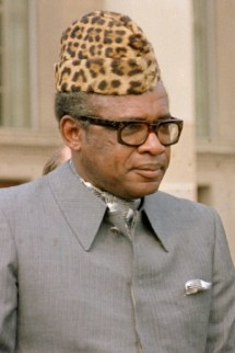 Secretary of Defense Caspar W. Weinberger meets with President Mobutu of Zaire in his Pentagon office, Room 3E880.