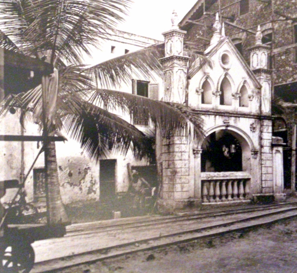 Mandhary mosque well circa the early 1900s and 2015