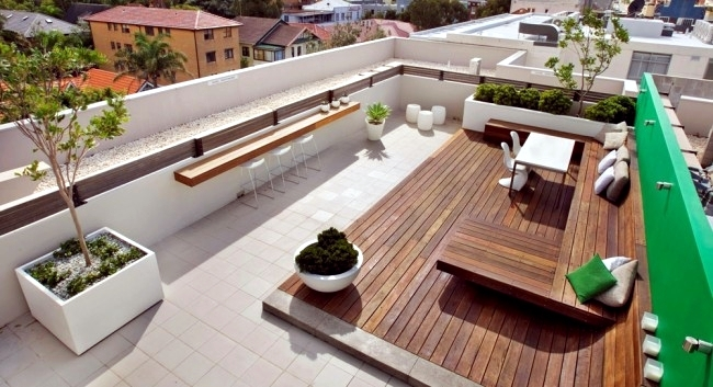 Townhouse Roof Offers Several Entertainment Interior
