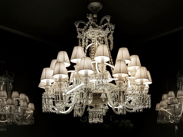 Art Exhibition With Light Luxury Chandelier Baccarat Highlights